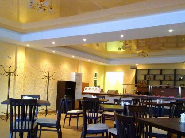 натяжной в кафе забегаловке horeca фото зал