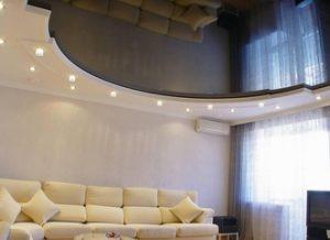 натяжной потолок в зале гостиная фото