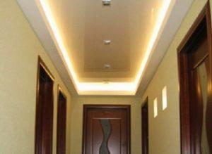 Натяжные потолки для коридора