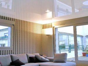 Глянцевые лаковые натяжные потолки фото