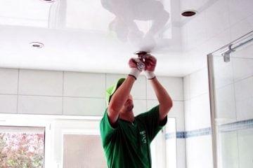 установка встроенного спота в натяжной потолок своими руками фото