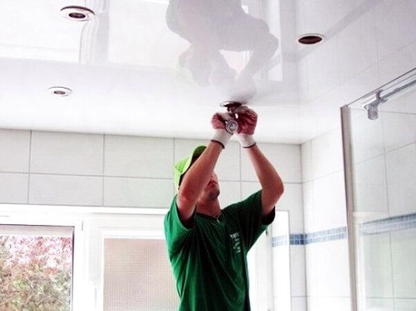 установка встроенного светильника в натяжной потолок своими руками фото