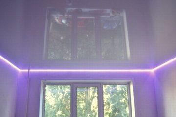 светодиодная LED лента по всему периметру создает интересный эффект