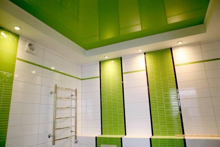 Натяжные потолки для ванной и санузла