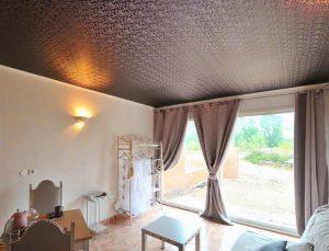 Стилизованные мраморные текстурные и замшевые натяжные потолки фото
